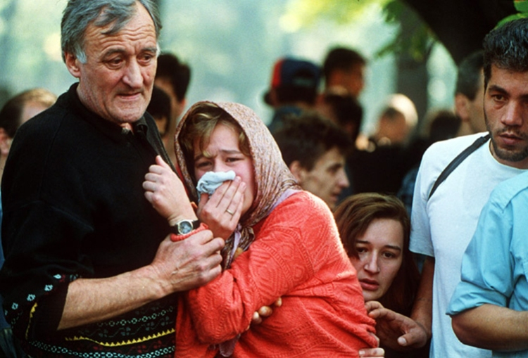 A family mourns during a funeral at the Lion's cemetery in Sarajevo, 1992 - Photo by Mikhail Evstafiev (Mikhail Evstafiev) via Wikimedia Commons
